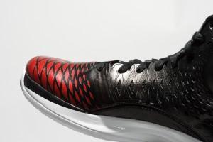 鞋身 SPRINET WEB 放射圖案非常漂亮